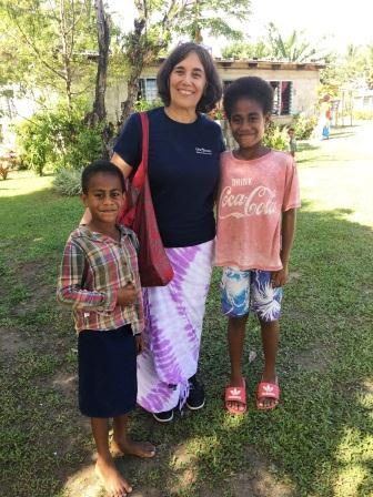 Volunteer in Fiji with school children